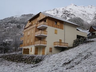 New 4 bed apartment set over 2 floors - 2 min to station - A11 Chalet Noisette