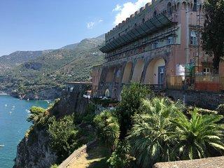 Villetta in castello mare piscina situata nel meraviglioso giardino del Castello