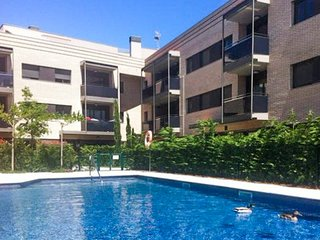 Apartment with 2 rooms in Banyoles, with wonderful city view, pool access, enclosed garden