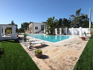 VILLA FAVORITA XIX cen. with scenic pool, Monopoli
