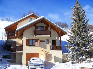 Chalet with 5 rooms in Mont-de-Lans, with wonderful mountain view, terrace and WiFi