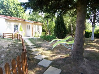 Sécotine - House with 2 rooms in Lapeyrouse, with wonderful lake view, enclosed garden and WiFi - 80 km from the slopes, Commentry