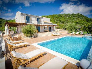 5 bedrooms Villa in Skinaria, with wonderful sea view, private pool and enclosed garden - 3 km from the beach