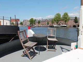 Amstel Houseboat A358 apartment in Canal Belt with WiFi & priveterras.