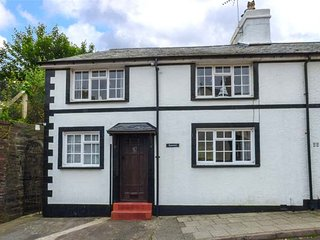 KYNASTON COTTAGE character cottage, pet-friendly, close to beach, walks and cycle rides, WiFi, in Aberdovey Ref 936048