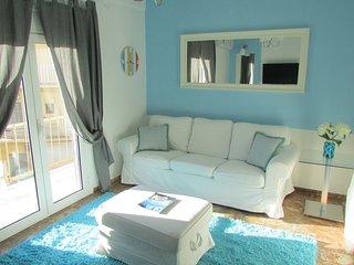 Modern Apt 5 min walk to Chania Old Port &sandy beach Neo Chora ,2 bedrooms,wifi, La Canée