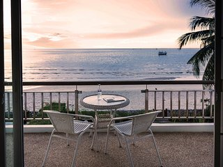 Family friendly Beach front house. Enjoy the sea and the beach as your neughbour, Huai Yang