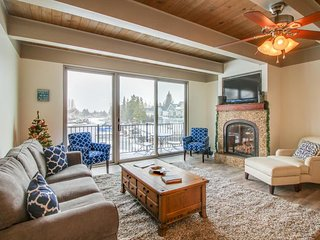 Remodeled waterfront condo w/ shared pool, hot tub - your own private dock!, South Lake Tahoe