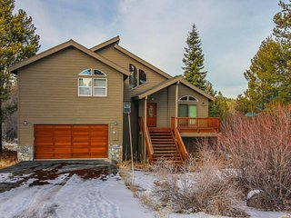 Family-friendly home w/ entertainment, shared hot tub, pool & more - ski nearby, Truckee