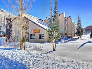 Ski in / Ski out condo w/ jetted tub, shared hot tub, & sauna!