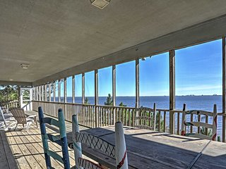 Waterfront Lillian House w/ Stunning Bay Views!