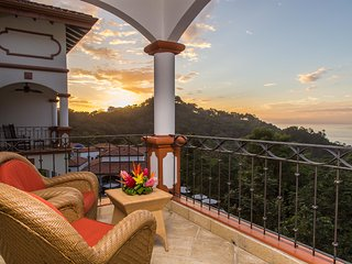 The Ocean Penthouse: 3 Bedrooms, 3.5 Baths, Walk-to-Beach & Ocean Views!, Parque Nacional Manuel Antonio