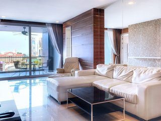 Best in the Heart of Pattaya luxury Suite 114 sq.m. Hall, 3 bedrooms, 3 toilets