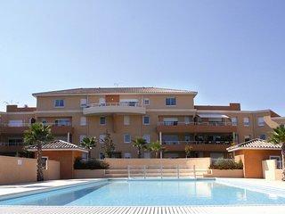 Appart 76m2 ; 1 a 6 pers terrasse de 15m2 piscine chauffee, clim, mer au calme