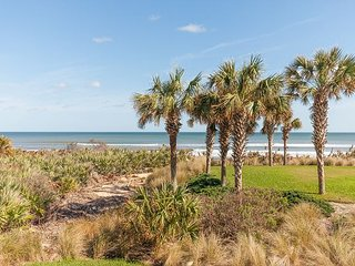 Cinnamon Beach Direct Oceanfront  corner unit - 525 !! Steps to the beach!!