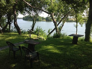 Just listed on Trip Advisor! -On the Lake -quiet but close to the Action, New Braunfels