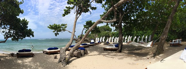 Pano tiro de mi favorito, Serenity Beach. ¡Maravilloso! Usted tendrá acceso a todas las playas VIP como este!