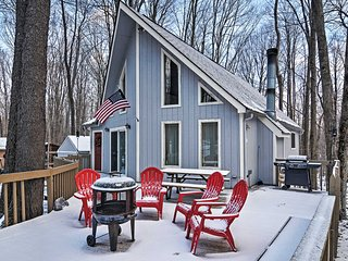 NEW! Charming 3BR Pocono Lake House Near Skiing!, Lago Pocono