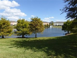 Beautiful Vacation Home w/Lake View, Pool near Disney, SeaWorld, UniversalStudio
