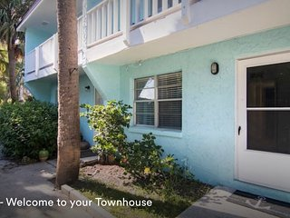 Sunnyside Up Townhome B, One Block to the Beach