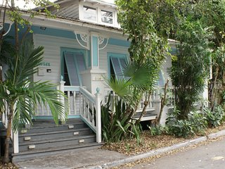 'Little Paradise' Historic Seaport Old Town Key West