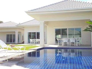 Hua Hin Cosy pool villa, 4 beedrooms, available for up to 10 guests