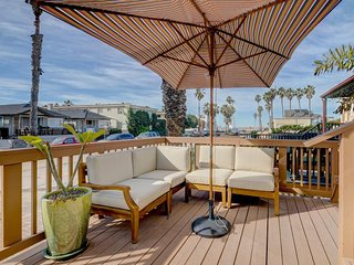 Chic & cozy home w/ ocean views - walk to the beach & downtown Ocean Beach!