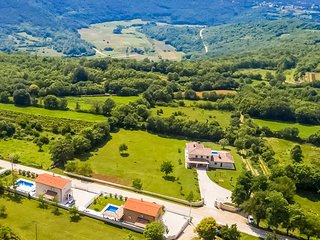 Spacious Villa Kristina in central Istria, sauna, hot tub, swimming pool
