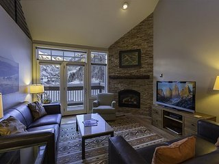 3BR+Loft Ski In/Out Condo-Summer Heated Pool-Incredible Views-Great Location