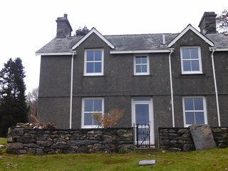 Private, secluded and romantic 5 bedroom cottage ,near Beddgelert, Snowdonia.