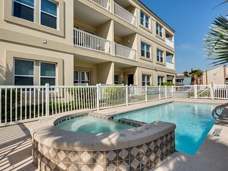 Updated South Padre Island retreat w/ shared pool, hot tub - near the beach!