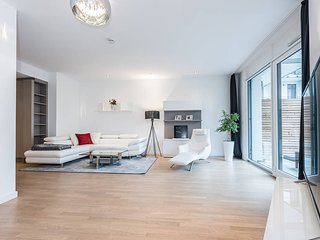 Big Design Apartment with terrace & parking, Munich