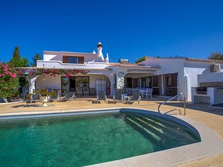 6 bedroom villa in walking distance of Carvoeiro