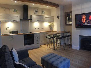 Nauti Cottage, Dartmouth Town Centre Devon UK + Car Parking + Garden