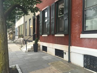 Great 3 Bedroom Apt in Center City Philly/Balcony