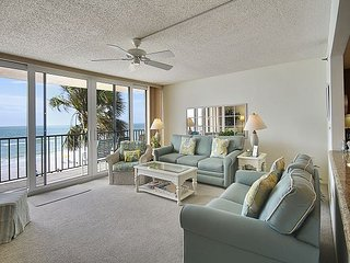 Trillium 2C Beach Front Condo with Private Balcony/Pool/Amazing Views!