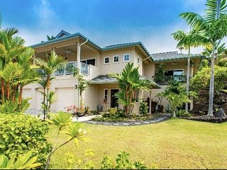 NEW LISTING -3 BEDROOM, 2,5 BATH WITH POOL AND AMAZING OCEAN & SUNSET VIEWS!, Kailua-Kona