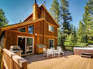 Spacious lodge with shared pool and hot tub in a lovely wooded spot