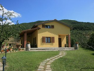 4 bedroom Villa in San Giustino Valdarno, Tuscany, Italy : ref 2394716