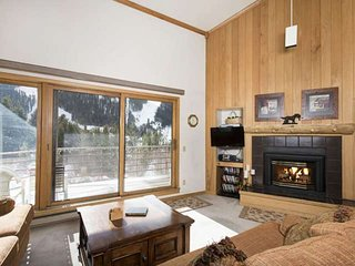 SLOPES OUT WINDOW - HOT TUB / Pool / Sauna. Enjoy Our Exclusive FREE FUN, Keystone