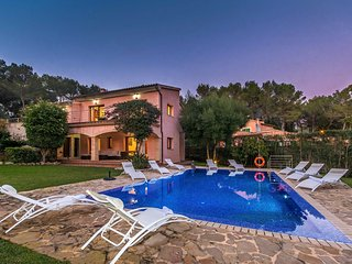 Immaculate Mallorcan Style Villa Large Pool & Garden