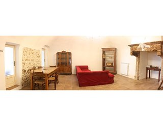 Charming stone house in Calascio. Comfort, view and courtyard
