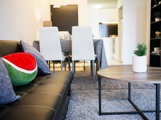 Cozy 2BR in the heart of CBD. Close to Melb Central!