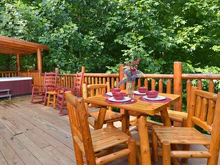 WEEKDAY SPECIAL, LOCATION, 1/2 WAY BETWEEN GATLINBURG & PIGEON FORGE, PRIVATE, Gatlinburg