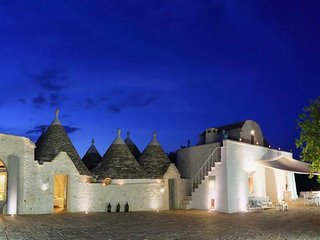 Exclusive luxury farmhouse Masseria Gelso  Bianco with 11 cones trullo, Alberobello