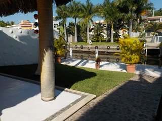 Great getaway home on the canal, Barra de Navidad