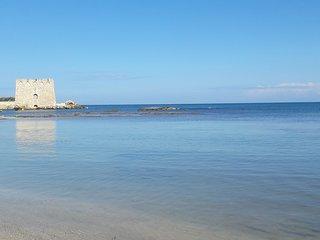 Il mare salentino dietro  l'angolo., Torre Santa Sabina