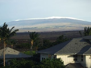 NEWLY LISTED - 2 Bedroom / 2 Bath 2nd Floor Unit with a BBQ and Golf Views!!!, Waikoloa