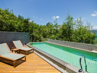 Sea View 3-Bed Townhome w/ Pool in Patong