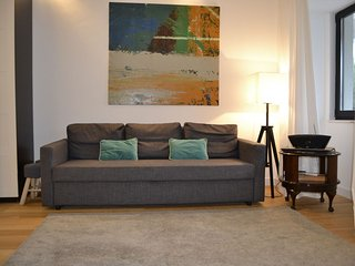 Duplex T2 apartment in Saldanha with WiFi & airconditioning.